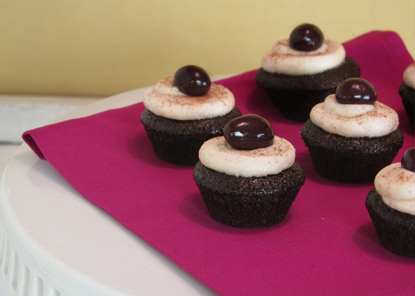 Chocolate and Red Wine Mini Cupcakes with Cinnamon Cream Cheese ...